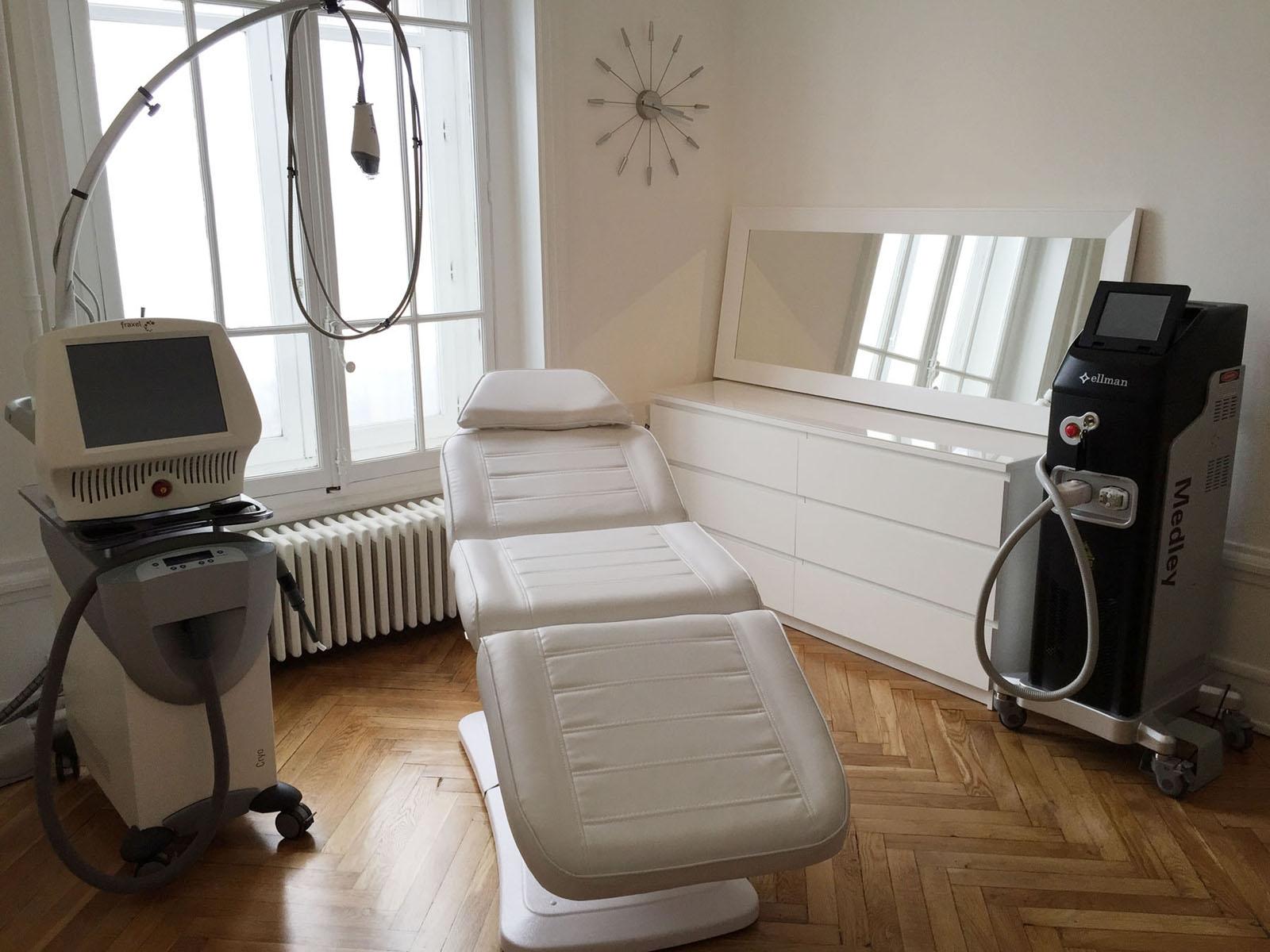 Salle de soins laser Fraxel au centre médical esthétique Néodermage de Lyon